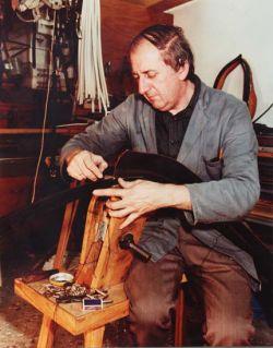Van Rijs senior in onze voormalige werkplaats aan de dorpsstraat